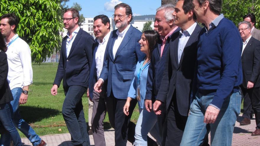 Rajoy acusa a psoe y ciudadanos de hacer imposible que for Acuerdo de gobierno psoe ciudadanos
