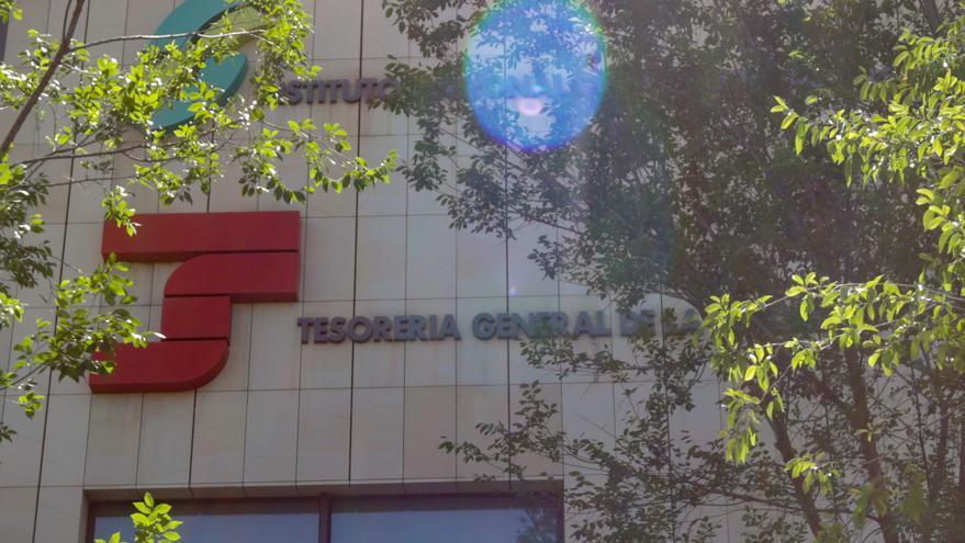 Fachada de la Tesorería General de la Seguridad Social, en Madrid (España)