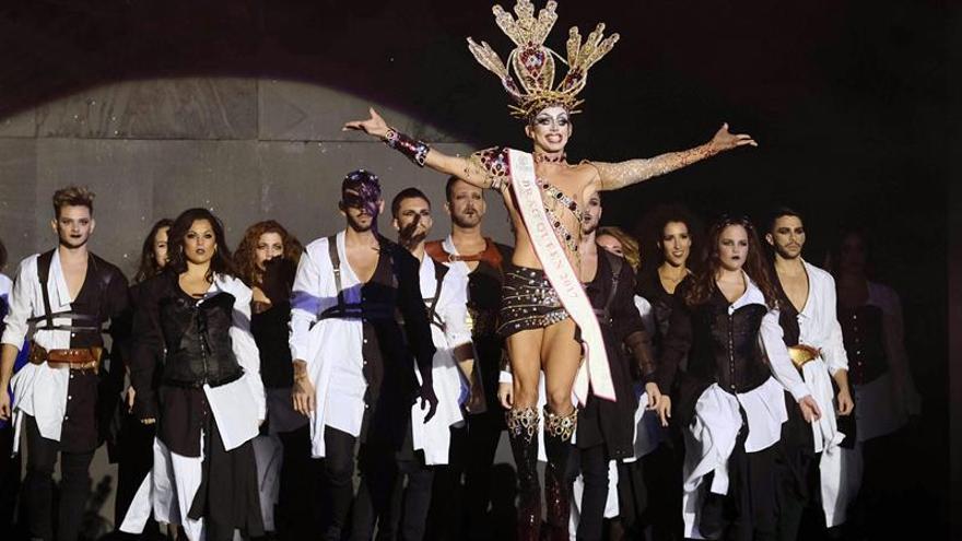 Drag Sethlas, durante el inicio de la gala de elección de Drag QueeN. EFE/Angel Medina G.