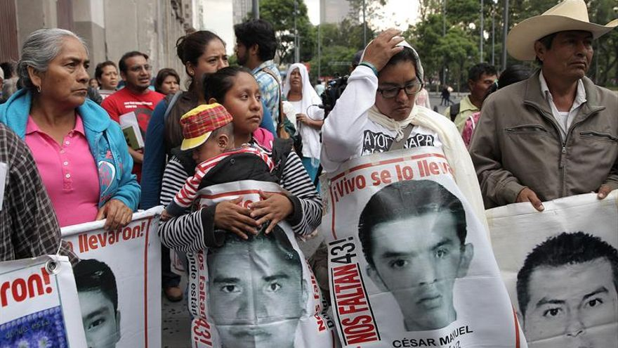 Los padres de los 43 de Ayotzinapa acusan falta de voluntad para continuar las pesquisas