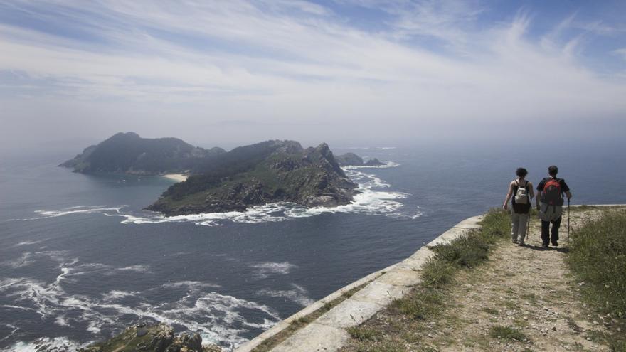 Excursionistas en las Islas Cíes