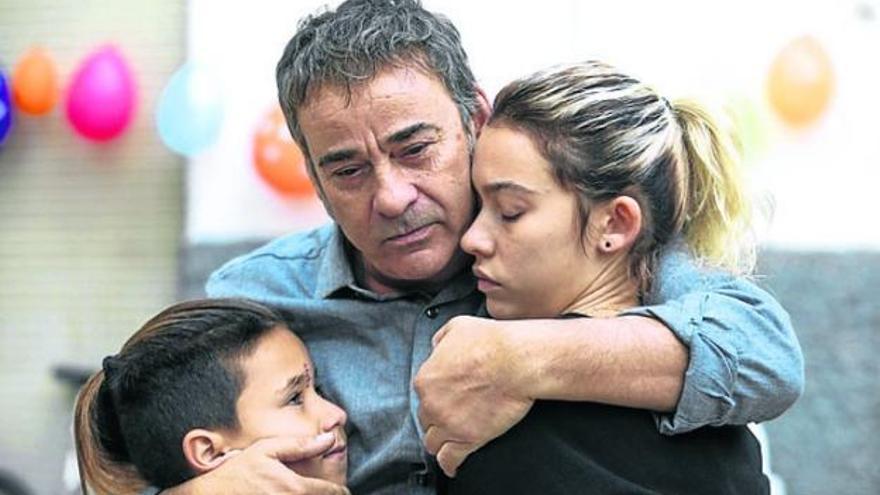 Greta Fernández y Eduard Fernández en 'La hija de un ladrón'