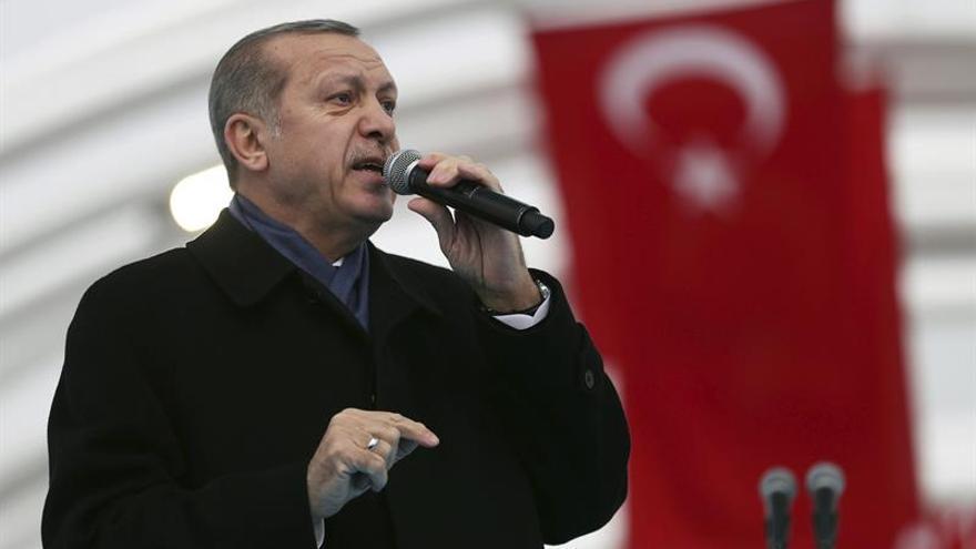 Comisión parlamentaria turca aprueba la reforma constitucional y encamina el voto