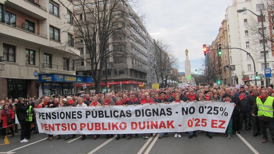 """Miles de personas piden en Euskadi pensiones """"dignas"""" y ven la falta de acuerdo presupuestario """"una oportunidad perdida"""""""
