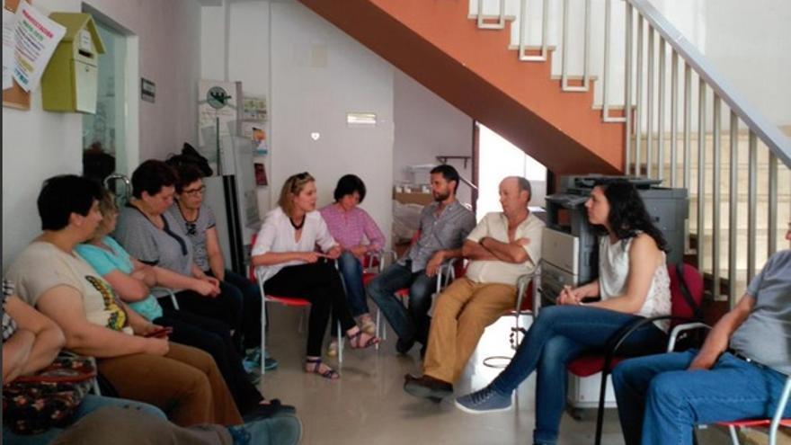 Visita de Álvaro Jaén a los trabajadoras de Madroñera encerrados / Podemos