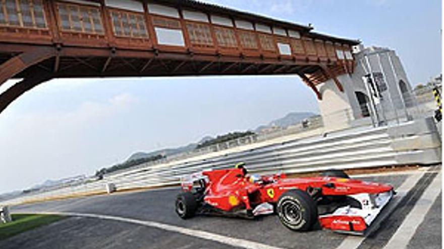 Webber y Alonso mandan entre la incertidumbre