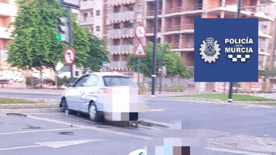 Estrella su vehículo en Murcia y decide hacer flexiones para rebajar la tasa de alcoholemia