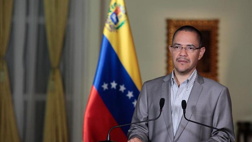 Ministro dice que aún no está prevista fecha de retorno de Chávez a Venezuela