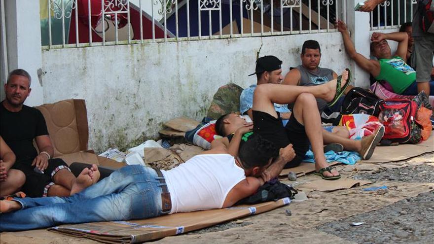 En la calle y sobre cartones, cubanos pasarán la Navidad en Panamá
