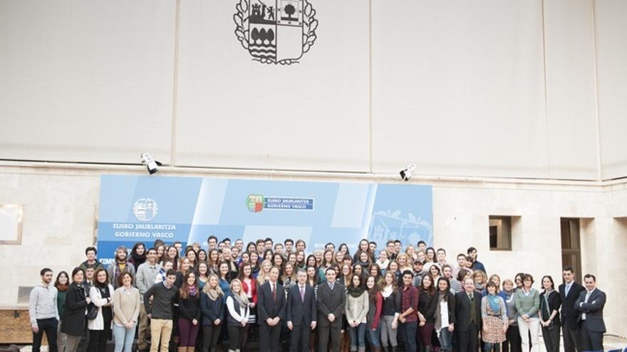 Urkullu recibe a 100 universitarios norteamericanos que se encuentran realizando sus estudios en Euskadi