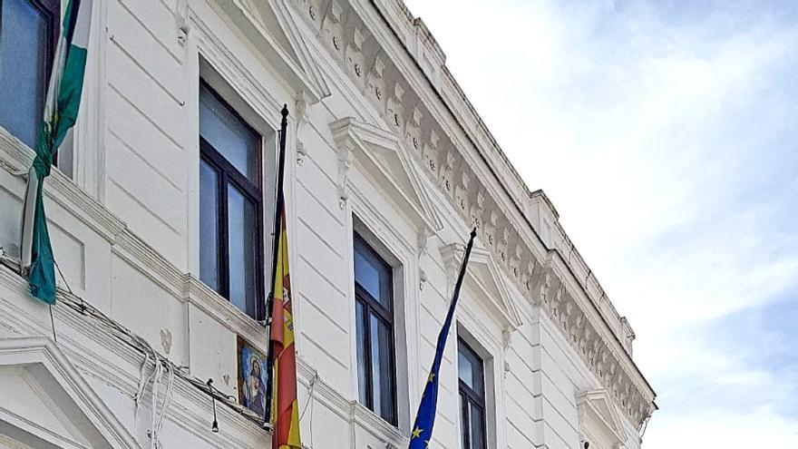 Juan Antonio y Rubén Rivera, frente al Ayuntamiento de Constantina.