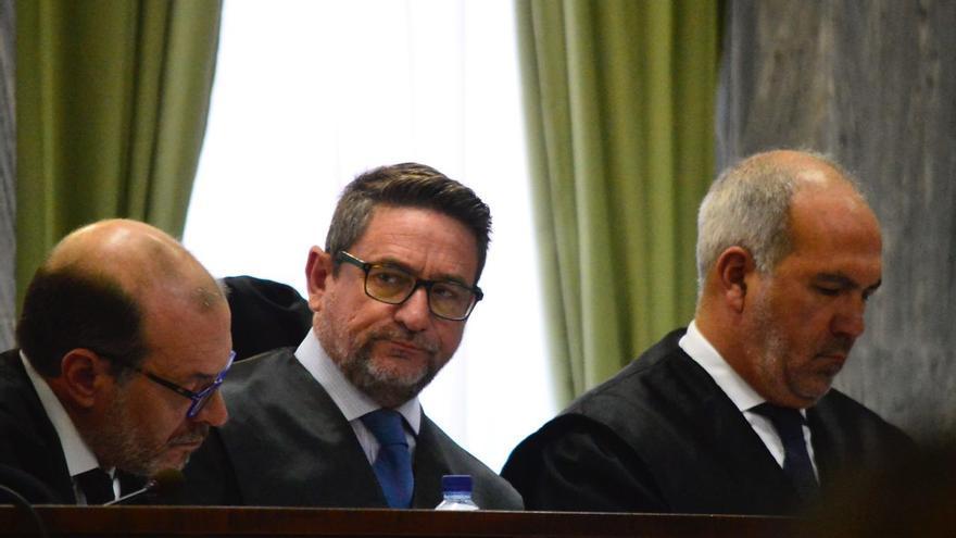 Salvador Alba escucha en su juicio la grabación que le realizó Miguel Ángel Ramírez