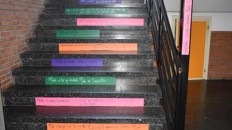 La Biblioteca Escolar colocó los poemas en distintos lugares del instituto