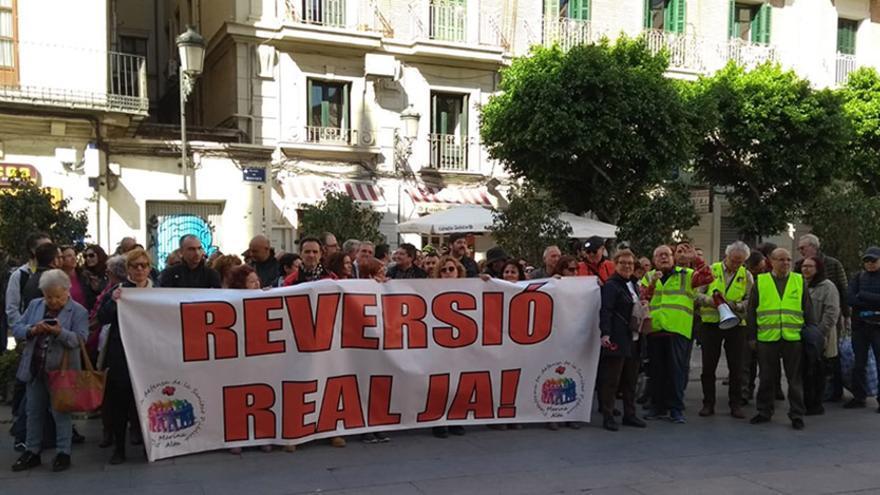 Concentración por la reversión del hospital de Dénia ante la Generalitat.