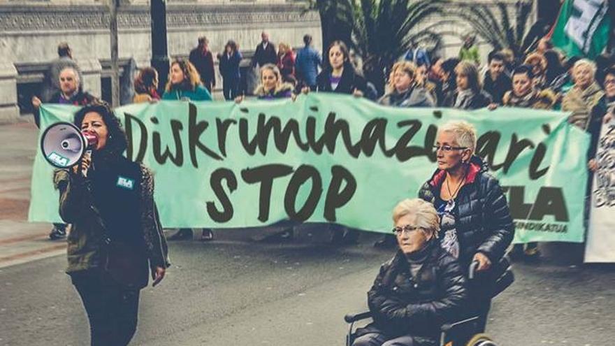 Una de las manifestaciones llevadas a cabo por las trabajadoras de las residencias de Gipuzkoa