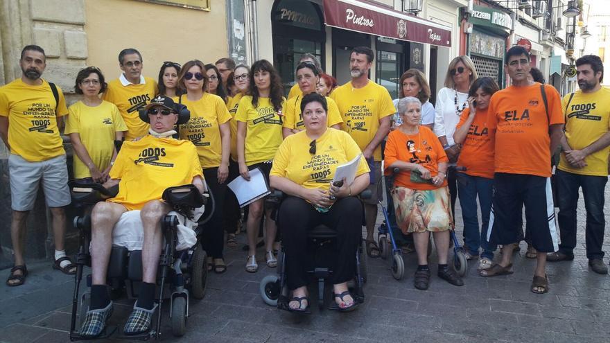Familiares y afectados por las enfermedades raras acuden al Defensor del Pueblo Andaluz.