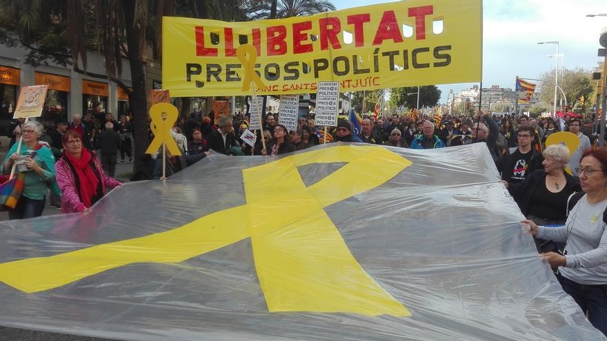 """Miles de personas ya llenan la calle Marina de Barcelona para pedir que se libere a """"los presos políticos"""""""