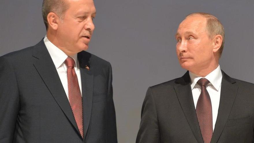 Erdogán dio explicaciones a Putin tras decir que quiere derrocar a Al Asad