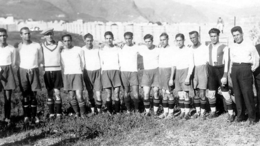 Formación del CD Tenerife de la temporada 1933-1934.