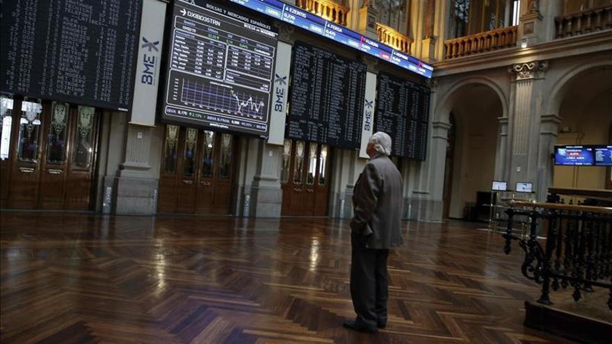 La bolsa española abre la semana con leves pérdidas y el IBEX cae un 0,21 por ciento