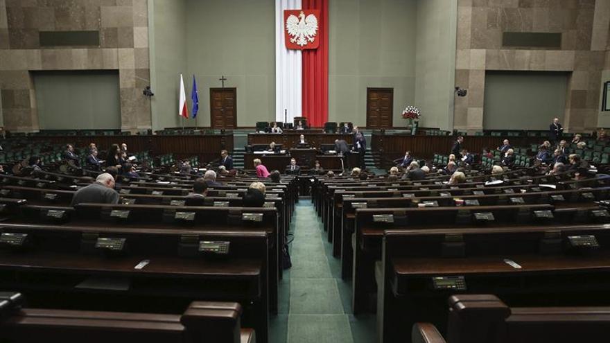 El Parlamento polaco debate la ley de reforma de Educación entre las protestas de los profesores