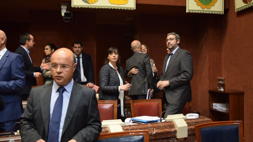 Bancada del PP antes del debate de presupuestos en la Asamblea Regional de Murcia
