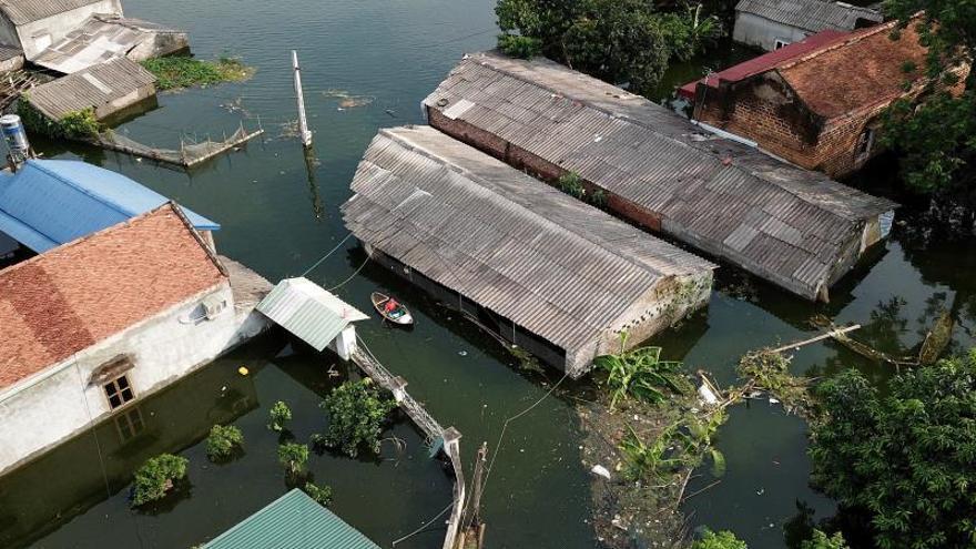 Al menos 13 muertos y 1 desaparecido por las inundaciones en el centro de Vietnam