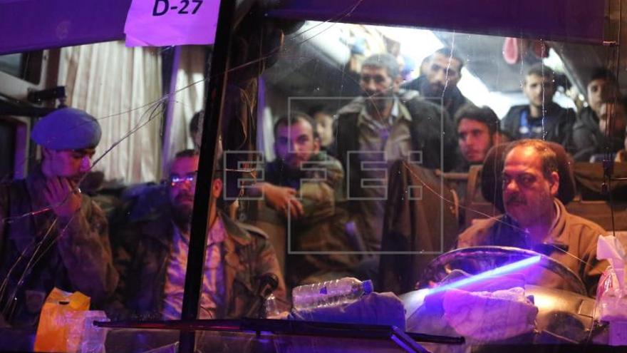 Expertos de la Organización para la Prohibición de las Armas Químicas entran en la ciudad de Duma, según agencia siria