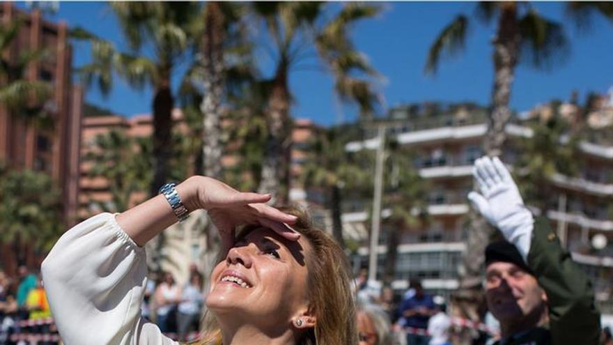 La Brigada Paracaidista exhibe sus habilidades en Málaga ante la ministra de Defensa