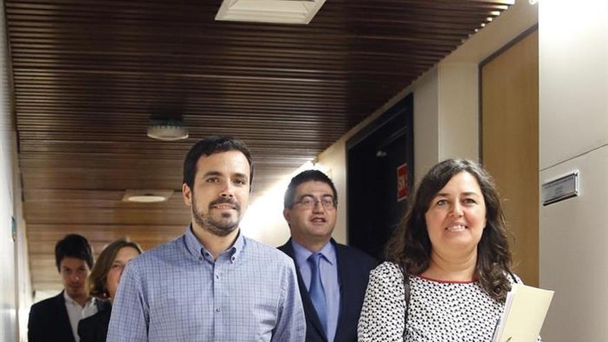Garzón (IU): PSOE debería colocarse al lado de la defensa de derechos humanos