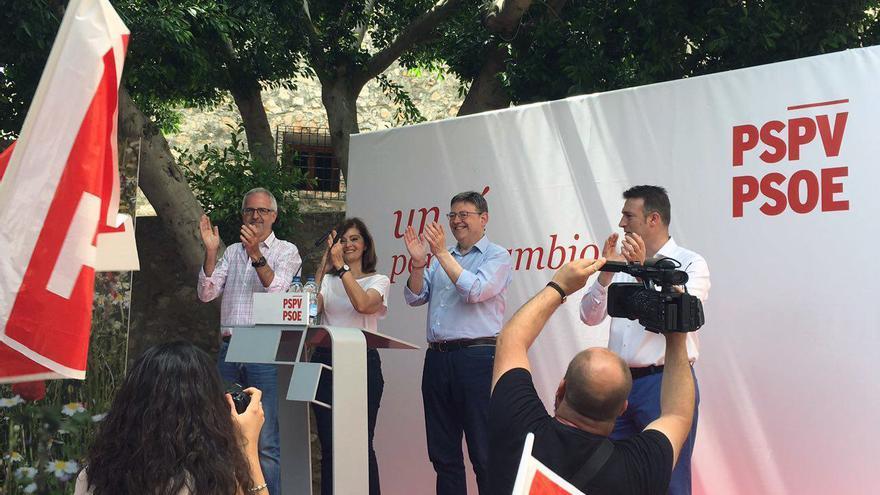 El líder del PSPV, Ximo Puig, y la candidata al Congreso por Valencia Ana Botella en Enguera