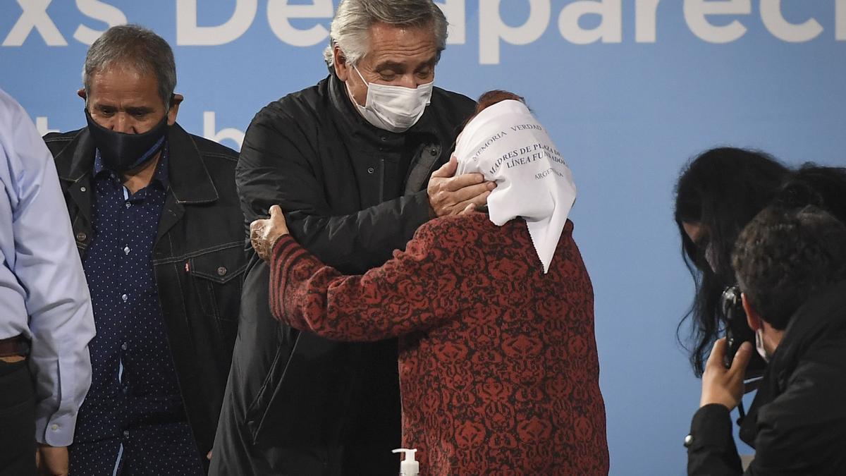 Alberto Fernández homenajea en la exEsma a trabajadores desparecidos