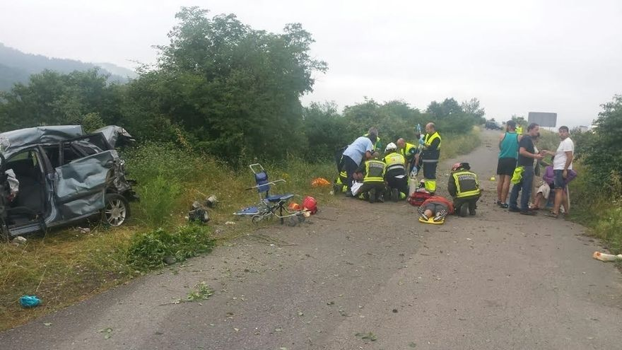Herido grave un joven al salirse el coche de la A-67 en Arenas y dar vueltas de campana durante 150 metros