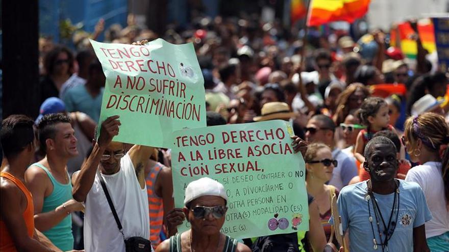 Cuba festeja bodas simbólicas de homosexuales oficiadas por líderes religiosos