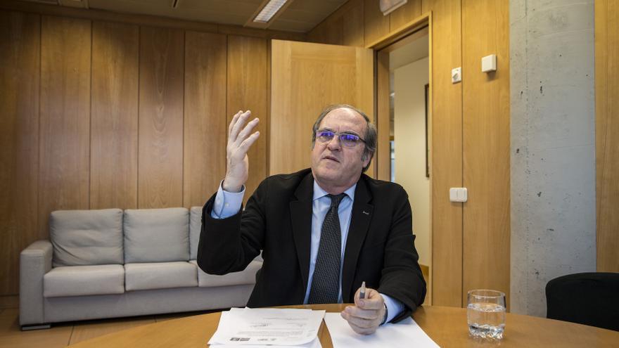 Ángel Gabilondo en su despacho de la Asamblea de Madrid. / Olmo Calvo