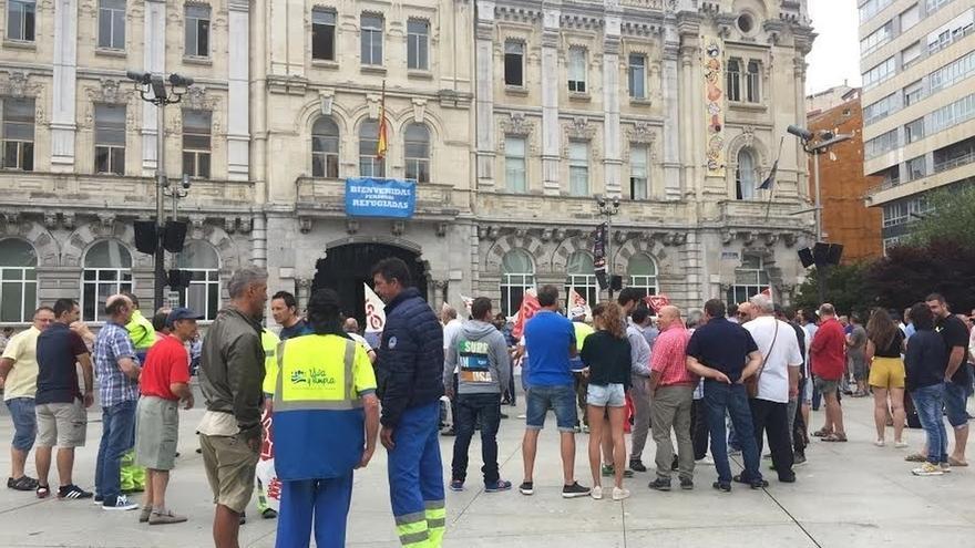 Los trabajadores de limpieza viaria convocan huelga en la Semana Grande