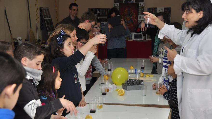 María José Ruiz en uno de los talleres de 'Ciencia a la carta'