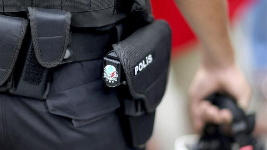 Turquía suspende a más de 2.000 policías porque sospecha de sus vínculos con los golpistas