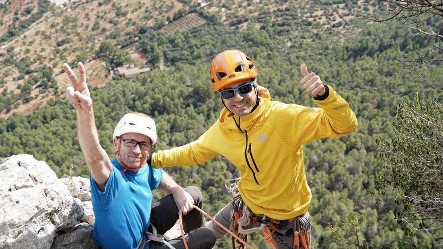 Iker y Eneko Pou en la cima de 'Babe Magnet' (© J.Canyi - Filmut.com).