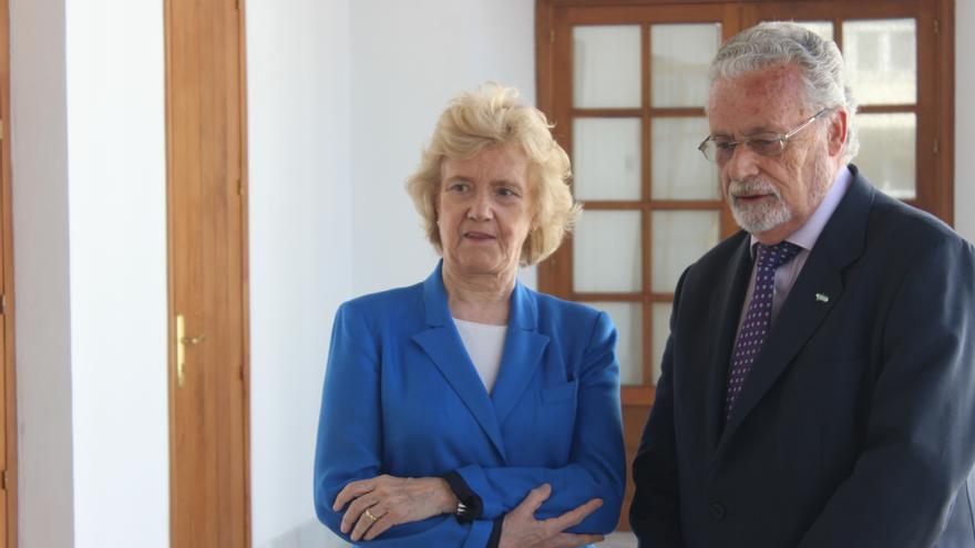 Soledad Becerril y Jesús Maeztu convocaron una reunión en el Parlamento de Andalucía