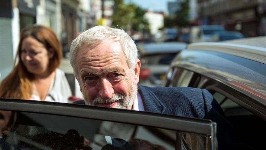 Corbyn promete velar por los internautas si sigue siendo líder laborista