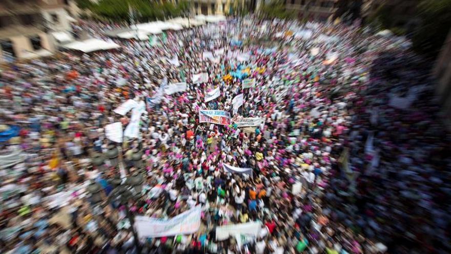 """Familias y docentes piden en una manifestación de hace unos días """"salvar"""" la escuela concertada y la dimisión del conseller Marzà"""