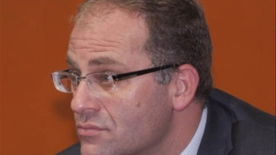 César Romero Pamparacuatro.