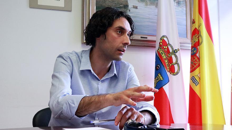 El alcalde de Astillero, Javier Fernández Soberón, durante una entrevista con elDiario.es.