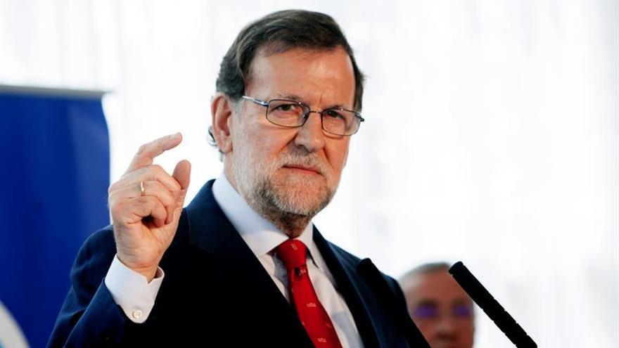 Rajoy pide prudencia en el caso del presidente murciano y la trama Punica