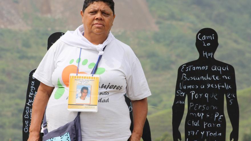 María Graciela Builes Zapata espera encontrar a su hijo, Orlando de Jesús Builes Zapata, desaparecido en la comuna en 2002. | Foto: Javier Juárez Rodríguez.