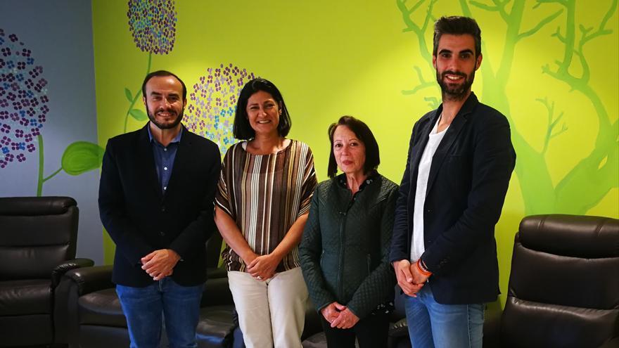 Visita de Eulalia García a la sede de AFA en Breña Baja.