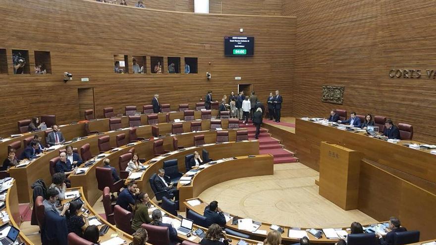 Los diputados del PP abandonan las Corts antes de la votación del presidente de la CVMC