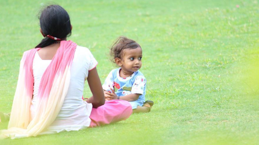 El 45 % de los menores en familias monoparentales están en riesgo de pobreza