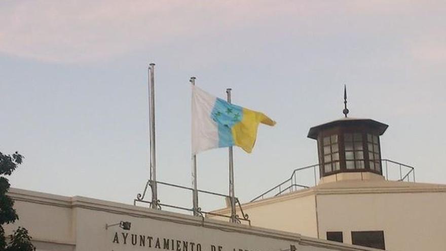 Bandera tricolor en el Ayuntamiento de Arrecife | diariodelanzarote.com